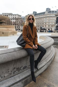 Camel Coat Outfit, Camel Blazer, Casual Summer Outfits, Trendy Outfits, Fashion Outfits, Fashion Trends, Look Fashion, Winter Fashion, Fashion Black