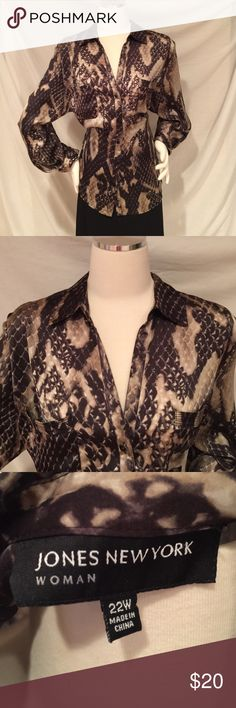 JONES NEW YORK ANIMAL PRINT BLOUSE JONES NEW YORK ANIMAL PRINT BLOUSE, BUTTON DOWN WITH TWO FRONT POCKETS.  VERY SOFT AND NICE. PREOWNED MINT CONDITION. SIZE 22W Jones New York Tops Blouses