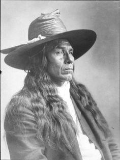 Yakama Dress | Yakama man named Chief White Swan Yakama man, Wallula, Washington ...