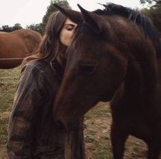Shared by sasooriza ; Find images and videos about girl, animal and horse on We Heart It - the app to get lost in what you love. Cute Horses, Horse Love, Beautiful Horses, Cavalo Wallpaper, Baby Animals, Cute Animals, Horse Girl Photography, Photo Images, Horse Riding