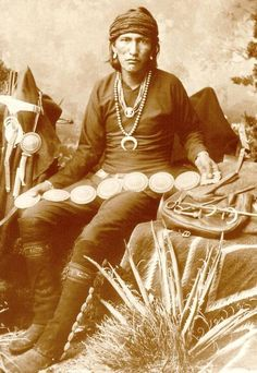 Navajo Silversmith Bai-De-Schluch-A-Ichin (Slender Silversmith) in Native Dress with Silver Necklaces, Concho Belts, Tools and Army Saddle Bag - Photo by George Ben Wittick, 1883 - (Original) Native American Photos, Native American History, Native American Indians, Native American Jewelry, Native Americans, American Life, Indian Tribes, Native Indian, Native Art