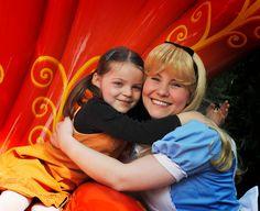 Disneyland Park, Fantasyland - Alice In Wonderland With Girl, Disneyland Paris