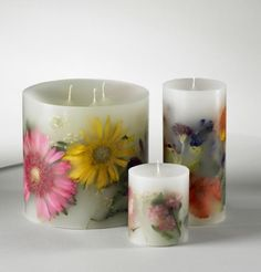 Spring Craft: How to Make Dried Flower Candles. This season see how your favorite flowers, dried fruits and even coffee beans can create gorgeous candles. #DIY #craft #flowers #candles