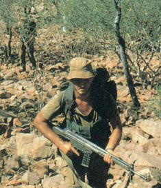 rhodesian selous scouts - a man among men,rhodesian army Military Art, Military History, Military Weapons, Military Life, Military Special Forces, All Nature, Vietnam War, Cold War, Warfare