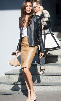 Model Joan Smalls combines the black leather jacket with a pencil skirt and blouse Source by the_ropeartist Mode Outfits, Skirt Outfits, Fall Outfits, Casual Outfits, Fashion Outfits, Girly Outfits, Fashion Mode, Look Fashion, Autumn Fashion