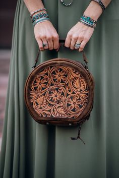 Tooled Leather Purse, Leather Keychain, Leather Tooling, Leather Wallet, Leather Purses, Leather Bags, Leather Jewelry, Leather Handbags, Leather Working Patterns