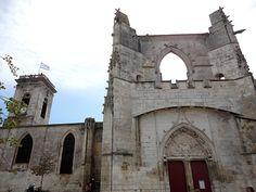 Le lien entre l 'île de Ré.  et la ville voisine de La Rochelle.  est bien sûr le Pont qui rend les liaisons beaucoup plus faciles pour les îliens et surtout les touristes .... Le Pont.  a la forme d'une très grande courbe longue d'environ 3 km.  L'île est...