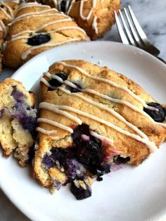 These healthy blueberry scones are paleo, made with almond flour, and is bursting with juicy blueberries. Drizzled with a creamy lemon glaze. Breakfast And Brunch, Healthy Breakfast Recipes, Healthy Desserts, Healthy Recipes, Paleo Pumpkin Recipes, Diet Recipes, Breakfast Items, Lemon Recipes, Healthy Eats