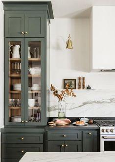 Home Interior, Kitchen Interior, New Kitchen, Kitchen Decor, Bohemian Interior, Küchen Design, Home Design, Design Ideas, Green Cabinets
