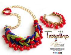 Mezcla de colores y texturas: tela, piedras, cadena y cuero
