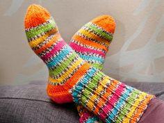 Villasukan kantapää – kolme ohjetta | Yhteishyvä Fabric Yarn, Fabric Crafts, Diy Crafts, Wool Socks, Knitting Socks, New Hobbies, Ear Warmers, Sweater Weather, Mittens