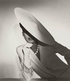 Trendy Fashion Photography Black And White Vintage Glamour 29 Ideas Foto Fashion, New Fashion, Trendy Fashion, Womens Fashion, Fashion Vintage, Fashion Glamour, Glamour Makeup, Classy Fashion, 1950s Fashion