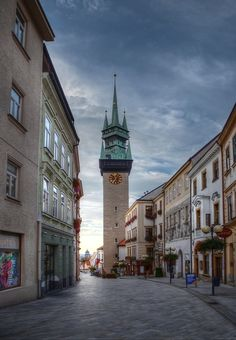 Znojemská radniční věž a Obrokova ulice