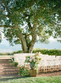 Photography: KT Merry Photography - ktmerry.com Event Planning: Laurie Arons Special Events - lauriearons.com Venue: Z Modern Estate - lauriearons.blogspot.com/2010/11/big-news-exclusive-new-napa-valley.html   Read More on SMP: http://www.stylemepretty.com/2016/01/07/summer-al-fresco-wedding-in-napa-valley/