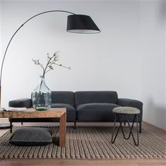 NIENKE MAT Carpet hand woven in wool and felt anthracite with a pattern of fine braid. Dark Grey Couches, New Carpet, Recycling Bins, Woven Rug, Decoration, Sweet Home, New Homes, Flooring, Living Room