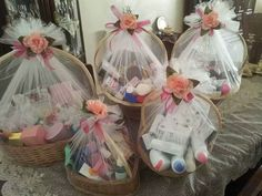 53 Ideas Wedding Gifts Ideas Baskets For 2019 designs Geschenke Wedding Hamper, Wedding Gift Baskets, Wedding Gift Wrapping, Wedding Gift Boxes, Diy Wedding, Wedding Gifts, Engagement Gift Baskets, Engagement Decorations, Wedding Decorations