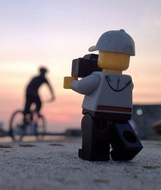 Creative photo series by Andrew Whyte shows us the day-to-day life and fun adventures of a world traveling LEGO photographer. LEGO minifigure was photographed in London, on a sandy beach, and in front of beautiful landscapes.