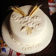 You searched for comunhão - Itbabies First Holy Communion Cake, First Communion Decorations, Religious Cakes, Cake Decorating Piping, Box Cake, Cupcake Cookies, Desserts, Maria Clara, Bingo