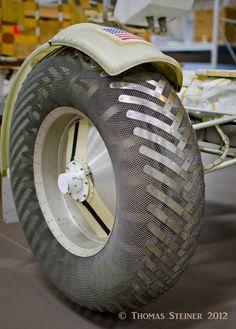 Lunar rover mesh tire