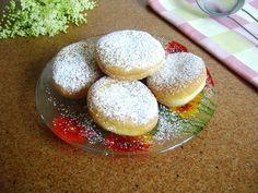 Gogosele Romanian Food, Dessert Recipes, Desserts, Hamburger, Food Time, Bread, Puddings, Pies, Bakken