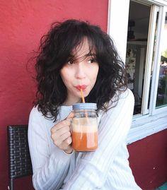 Curly Hair. Bruna Vieira em transição capilar. Foto em San Francisco - USA.