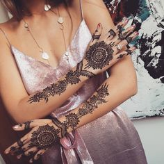 Henna for @gemologue @lizaurla ~ #henna #hennaartist #hennaartistlondon #hennalondon #mendi #mendhi #mehndi #mehndiartist…