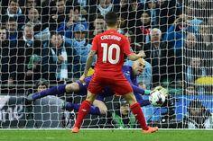 El puntillazo final al Liverpool FC estuvo a cargo de Philippe Coutinho, con el peor cobro desde los doce pasos que hace rato no veía y ante un crecido Willy Caballero: Manchester City, Campeón Capital One Cup.