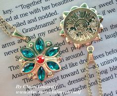 Anastasia Together In Paris Necklace Anya Flower Charm Engraved Cubic Zirconia Emerald Siam Gold Plated Cosplay - Care - Skin care , beauty ideas and skin care tips Princesa Anastasia, Anastasia Romanov, Anastasia Cosplay, Anastasia Movie, Anastasia Necklace, Key Necklace, Necklaces, Bijoux Art Nouveau, Disney Jewelry