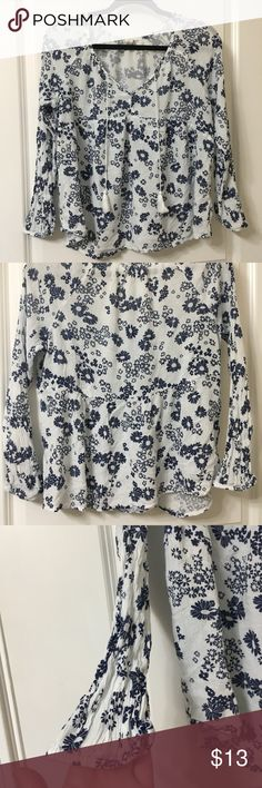 Floral tassel top Cute floral Old Navy top with tassel ties. Comfortable lightweight material 😊 Old Navy Tops
