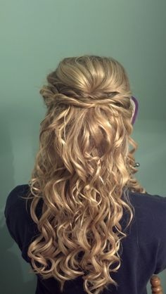 this is the hairstyle i want for my wedding!!! its perfect, simple, curly, and half up so my veil can go beneath the twisted part.