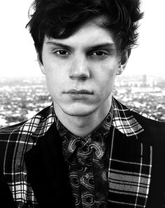 Evan Peters love american horror story:)