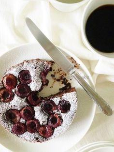 fudgy + dark chocolate cherry cake  ダークチョコレートチェリーケーキ