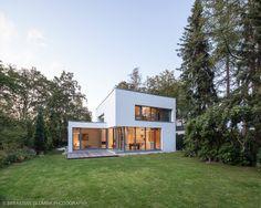Bauhaus bei Blankenese : Moderne Garagen & Schuppen von HGK Hamburger Grundstückskontor