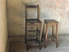 chair (left)W390mmxD380mmxH1100mm座面まで720mm (right)W320mmxD310mmxH720mm
