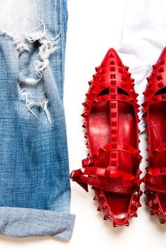 ripped jeans and valentino shoes Dope Fashion, Fashion Shoes, Valentino Rockstud Flats, Valentino Shoes, Elle Ferguson, Designer Evening Gowns, Ripped Denim, Red Shoes, Flat Shoes