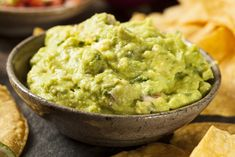 Thawed avocado works best in guacamole, smoothies and salad dressings. Mexican Dishes, Mexican Food Recipes, Ethnic Recipes, Guacamole Houmous, Guacamole Dip, Healthy Snacks, Healthy Eating, Healthy Recipes, Healthy Protein