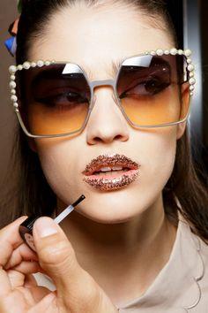 TRENDING: 3D Gemstone decorated glass frames. Zippertravel. #DrStyle Kiss Makeup, Beauty Makeup, No Lips, Sunglasses Women Designer, Got The Look, Womens Glasses, Travel Style, Fendi, Eyewear