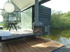 Modern lakeside glass cabin retreat has a disappearing corner Prefab Cabins, Tiny Cabins, Cabins And Cottages, Modern Cabins, Cabinet D Architecture, Architecture Details, Glass Cabin, Suite Principal, Dutch House