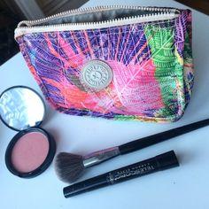 KIPLING Makeup bag Medium sized multicolored makeup bag, great condition, just cleaned. Kipling Bags Cosmetic Bags & Cases
