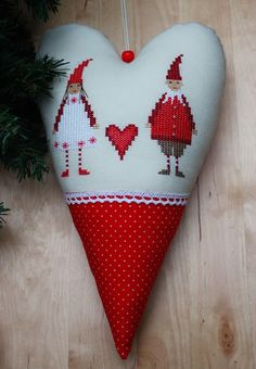Vicky und Ricky: Christmas Heart from Christiane Dahlbeck Christmas Hearts, Christmas Love, Christmas Cross, Christmas Ornaments, Quilt Stitching, Cross Stitching, Cross Stitch Embroidery, Cross Stitch Patterns, Xmas Cross Stitch