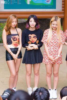 Ashley, Rise e EunB compartilhavam o mesmo quarto em seu dormitório.