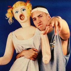 Em n his doll 😂😂😂 Eminem M&m, Eminem Funny, Eminem Slim Shady Lp, Eminem Videos, Marshall Eminem, Rapper, Eminem Photos, The Real Slim Shady, Yelawolf