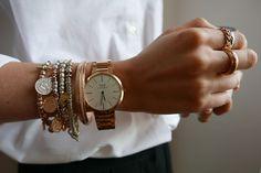 Des bijoux argentés portés avec des bijoux dorés