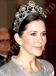 Danish Royal Jewels Tiara Australia's own: Mary Donaldson, now Crown Princess Mary of Denmark on her wedding day. Royal Crown Jewels, Royal Crowns, Royal Tiaras, Royal Jewelry, Tiaras And Crowns, Jewellery, Fashion Moda, Royal Fashion, Mary Donaldson