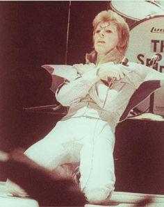 geronimo Cochise uploaded this image to 'Bowie Pix'. See the album on Photobucket. David Bowie Born, David Bowie Tribute, David Bowie Ziggy, Anthony Kiedis, Lauryn Hill, Carl Jung, Glam Rock, David Jones, Freddie Mercury