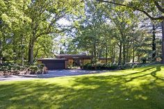 Mid Century Modern Homes and Real Estate