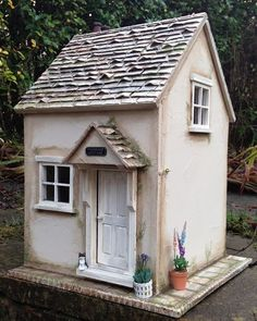 Primrose Cottage dollhouse