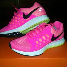 🎈Closet Closing 🎈 Make an offer 🎀Running shoes  🎀Neon  🎀Pink/ Green  🎀Summer  🎀Workout  🎀pet/smoke free 🎀super fast shipping  🎀I will ship in original box Nike Shoes