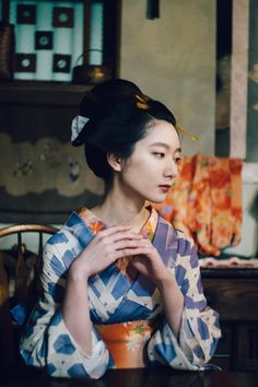 Torame 虎目 modelling in Edo kimono - Photographer: Nohara Kōsuke 野原耕助 - Japan - August 2019 ; Japanese Geisha, Japanese Models, Japanese Beauty, Japanese Kimono, Le Vent Se Leve, Magazine Japan, Kimono Design, Aesthetic Japan, Model Face