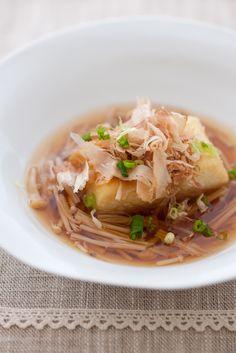 Japanese Food Agedashi Tofu, Fried Tofu Cubes in Dashi Stock Soup, with Enoki Mushroom|揚げ出し豆腐のキノコあん